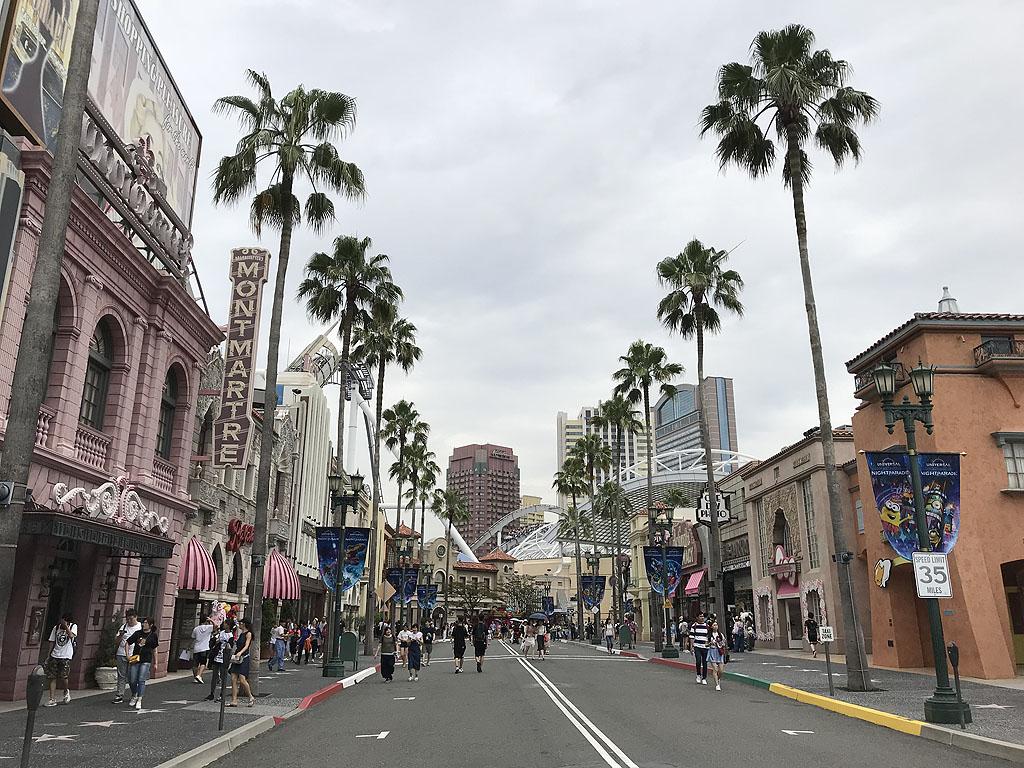 Universal Studios Japan themepark rollercoaster